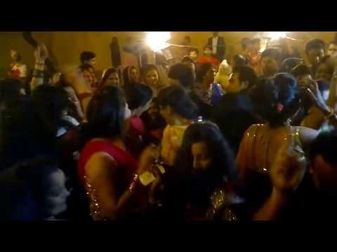 Beautiful Girl Dance In Barat | Indian Wedding Dance
