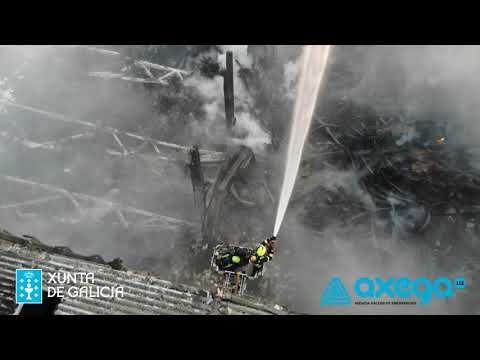 Las desoladoras imágenes del incendio en el Polígono do Ceao en Lugo