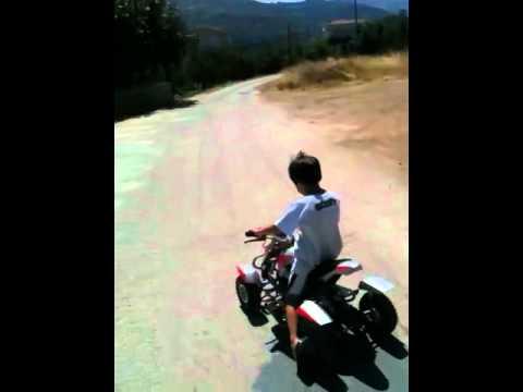 Οδηγώντας παιδική γουρούνα από greenpower Σαλαμίνα