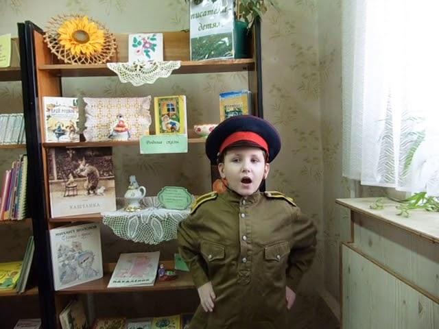 Изображение предпросмотра прочтения – ДмитрийКременской читает произведение «Потешка Ах ты, курочка, наседка» (Русский фольклор )