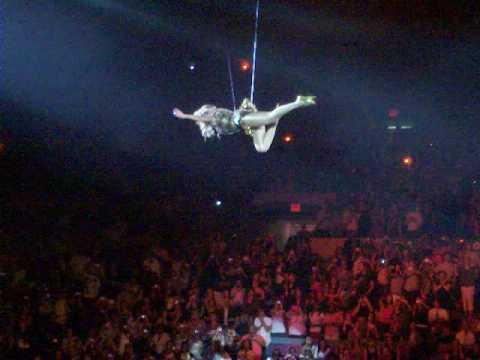 Beyonce flies in air @msg 6/22/09