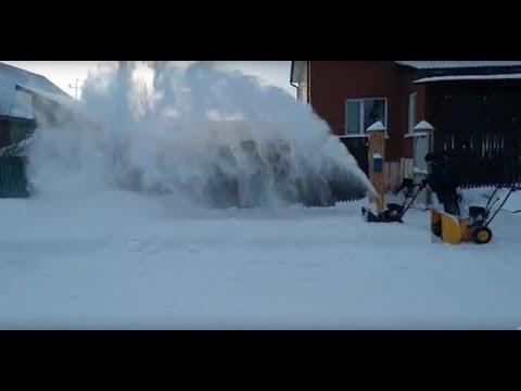 Сравнение двух снегоуборщиков за 15 и 30 тыс. руб.