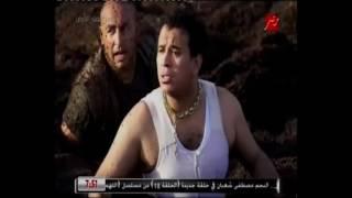 محمود الليثي يخلع ملابسه لـ'رامز جلال': 'عليا الطلاق هعورك' (فيديو)