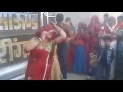 Dance by women on Rajasthani DJ song bhayo-bhabhi mela me...