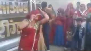 Dance by women on Rajasthani DJ song bhayo-bhabhi mela me...