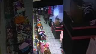 Download Video Maling datangnya gerombolan di toko hijab(4) MP3 3GP MP4