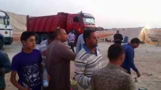 عمال قناة السويس الجديدة لحظة تجهيز الافطارفى رمضان