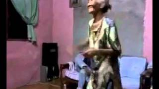 [PoTayChannel] Cụ già nhảy điệu nghệ theo nền nhạc Dance =.=