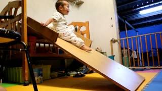 嬰兒床改裝成溜滑梯DSC_4073.MOV