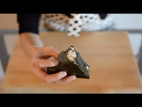 Salmon Onigiri - Triangle Rice Snack!