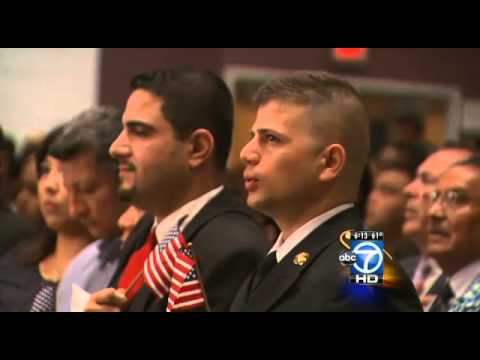 Hundreds become US citizens in Va. ceremony
