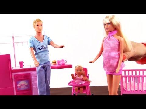 Видео для детей! Кукла Штеффи: семья - папа, мама и дочка! Развивающие игрушки - куклы для девочек!