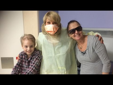 Taylor Swift Visits Children's Hospital in Australia