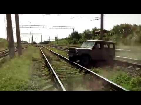 Поезд сбил уазик
