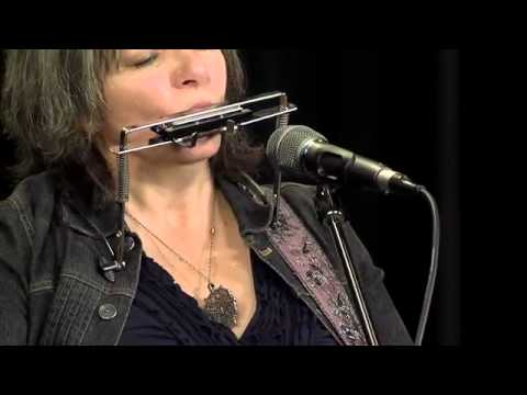Folk Alley Sessions: Lynn Miles performs Three Chords and the Truth