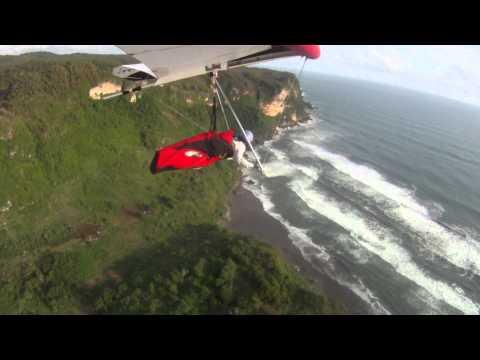 Gantolle ....Hang Gliding Flight in Parangtritis b...