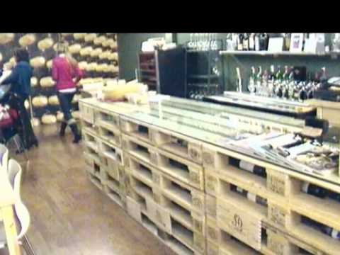 Mesa de vinoteca con palets eur de madera vinoteca for Bar con madera reciclada