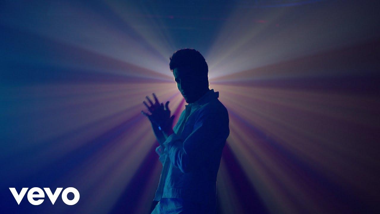 Sebastián Yatra - MANTRA (Lyric Video)