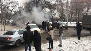 Прохожие помогли водителю потушить горящую иномарку