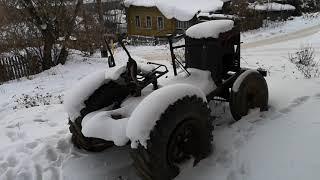 Нижние Серги. Трактор возле УПК.