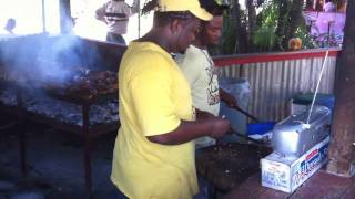 Real Jerked Chicken - Jamaican Style! The Pork Pit Montego Bay Jamaica (hd)