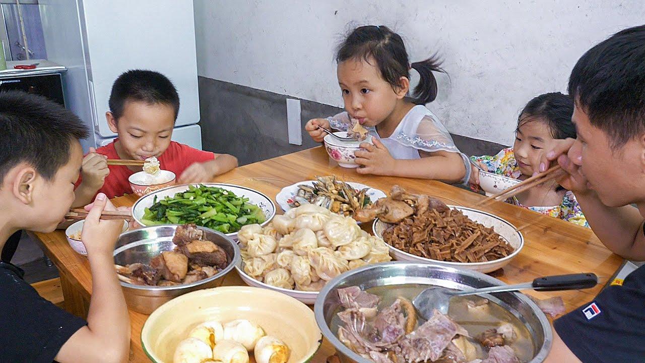 小姑回娘家,農村婆媳忙著做午飯,看看準備啥好吃的 | Sister-in-law came back, make dumplings to eat