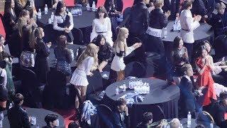 190123 블랙핑크(BLACKPINK),아이콘(iKON) YG 스타일리스트상 대리수상 Reaction [4K] 직캠 Fancam (2018 가온차트어워드) by Mera