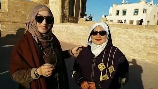 حبيبة في أول لقاء مع أختي التوأم ، إسحاق يعترف بالفرق بين الأكل المغربي والماليزي( الصويرة)