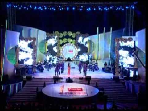 Leading playback singer Shreya Ghoshal crooning her award-winning numbers.