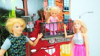 Spaß mit Barbie Puppe. Video mit Barbie  für Mädchen auf Deutsch