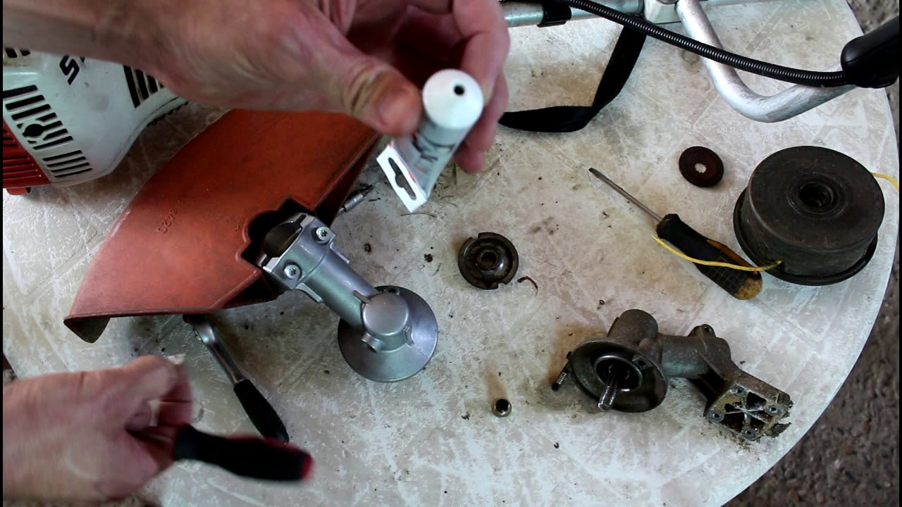 19 июл 2010. Снимите редуктор с трубы там не сложно, только если при ослабленном хомуте он не пойдёт, надо слегка вбить тоненькую отвёрточку в разъём,. Всем привет, хочу купить fs 55 нужно скосить 30 соток многолетнего бурьяна диаметр до 40мм, выдержить етот тример нагрузки, или мб.