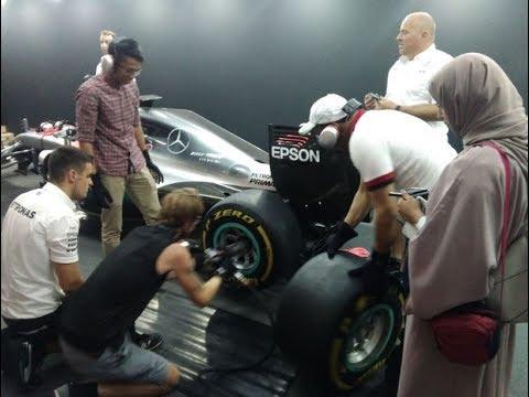 Changing Formula 1 Tires (Petronas Malaysia Grand Prix)