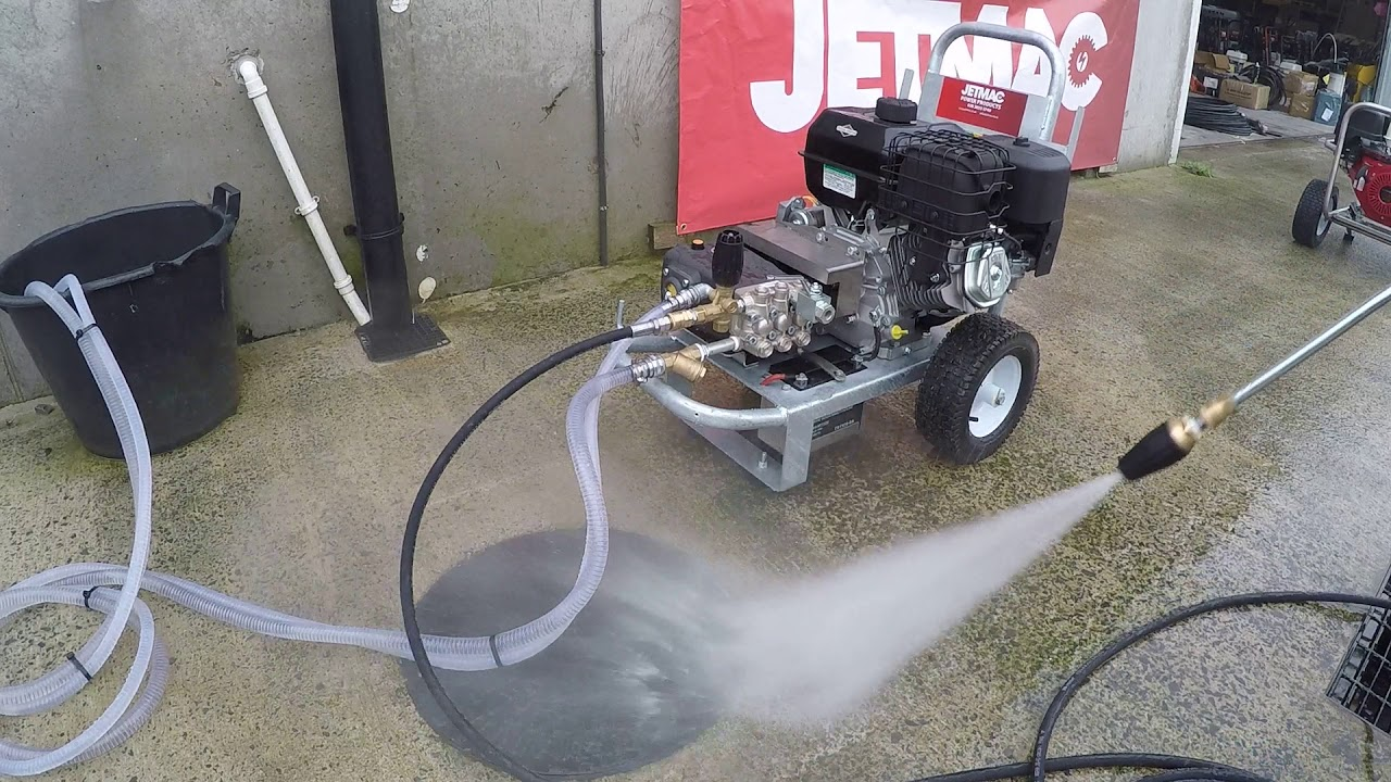 Briggs and Stratton electric start 14 hp petrol washer by jetmac