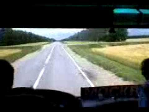 автобус трогается с места