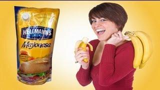 Comiendo Una Banana Con Mayonesa