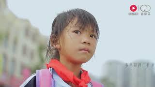 小女孩无法救陌生人姐姐,路上拦车没人理会,看完真的太暖心了! thumbnail