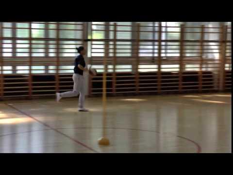 Pravocrtno vođenje lopte i osnovno ubacivanje (lijeva strana)