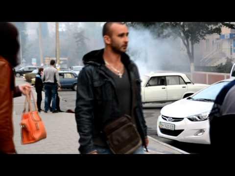 В Южном на автостоянке загорелась машина такси