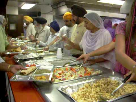 Sikhs doing sewa at Sikh Gurdwara Fremont California Nov08