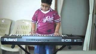 "Animesh playing ""Aao bacho tumhe dikhayen"""