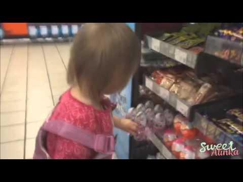Sweet Baby Kinder Surprise egg Shopping Ребенок Киндер Сюрприз 🌟 Kinder έκπληξη 🌟