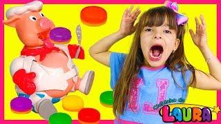 LAURINHA BRINCANDO COM PORQUINHO COMILÃO ! POP THE PIG FAMILY FUN GAME FOR KIDS WITH SURPRISE TOYS