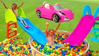 Las Ratitas llenan su casa de bolas de colores y juegan con tobogan de  juguete
