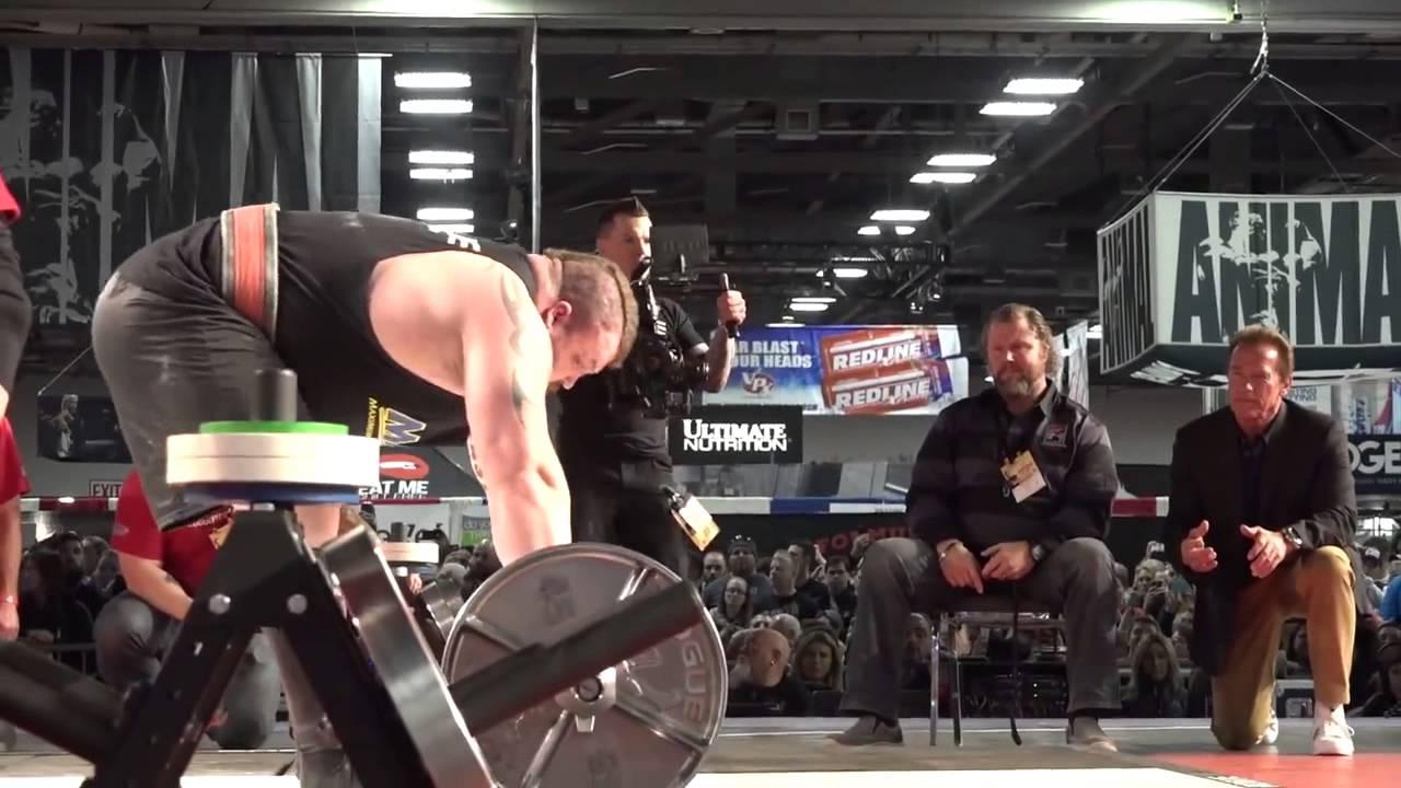 SEE IT: Strongman Eddie Hall deadlifts 1,025 pounds, breaks
