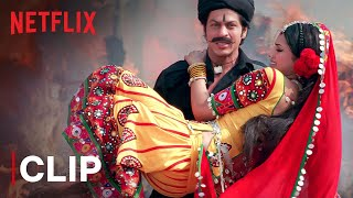 Bhaago Funny Scene   Shahrukh Khan, Deepika Padukone   Om Shanti Om   Netflix India