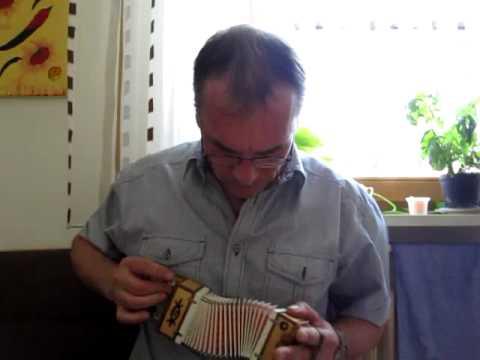 ukemampfi1 spielt die kleinste diatonische harmonika der. Black Bedroom Furniture Sets. Home Design Ideas