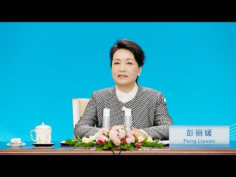CGTN: Peng Liyuan attends UNESCO award ceremony for girls, women's education