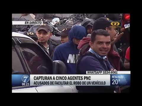 Momento de la captura de cinco agentes de la PNC por robo de vehículo