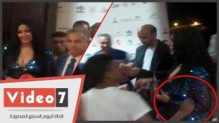 بالفيديو..سمية الخشاب لشاب حاول التصوير معها: