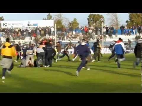 Ascenso 2012 Quilmes - Ya en el estadio, aliento. festejos e invasión del campo de juego